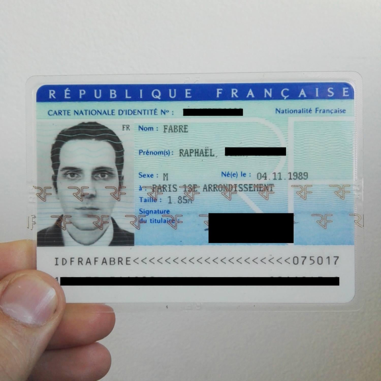 carte d identité française Une carte d'identité française… avec une photo en 3D – Graphisme